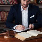 「弁護士」を英語で!リーガル関連の英語表現【裁判官や検事も】